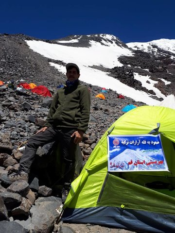 قم | اهتزازپرچم بهزیستی قم برفراز قله آرارات ترکیه