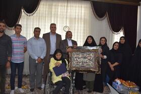 دیدار مدیرکل بهزیستی استان کرمانشاه با آزاده سرافراز دفاع مقدس