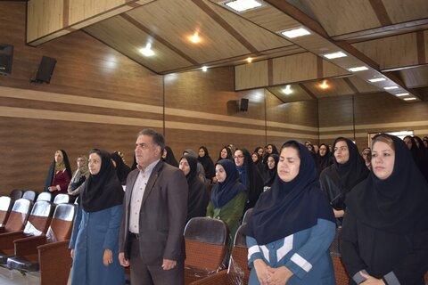 کرمان|بسیاری از معضلات و مشکلات رفتاری افراد جامعه ریشه در تربیت ناصحیح دوران کودکی آنان دارد