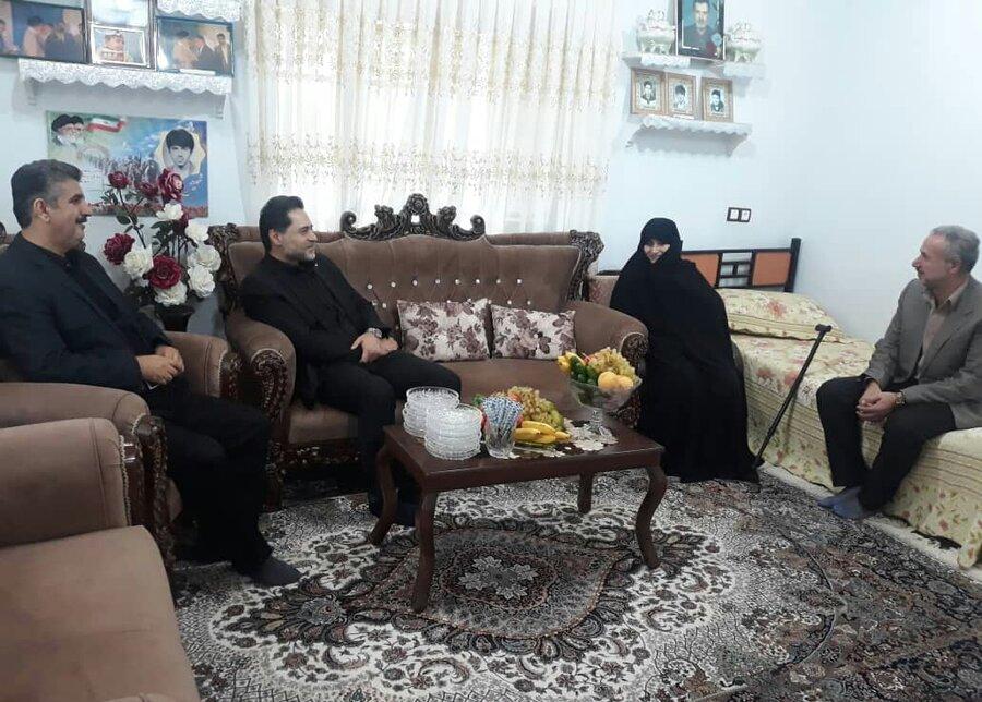 گیلان | دیدار مدیر کل بهزیستی گیلان از ام الشهدا امام پناهی مادر سه شهید