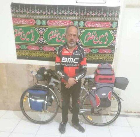 ایلام| زائر توانخواه دوچرخه سوار به مرز مهران رسید