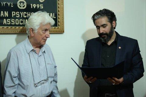 اهدای لوح تقدیر رییس سازمان به دکتر کمالی