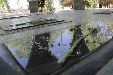 گزارش تصویری از غبارروبی مزار شهدا