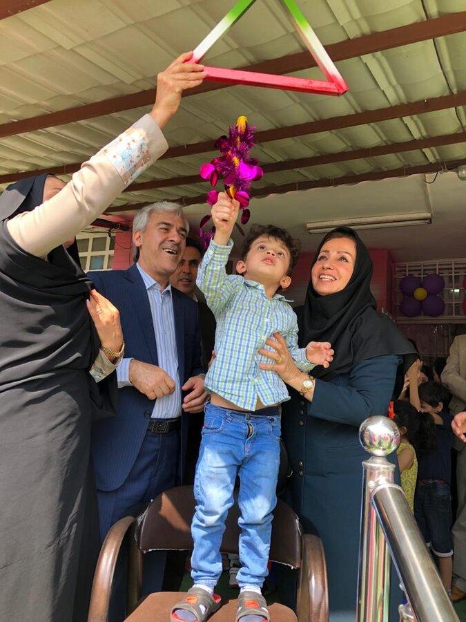 نواخته شدن زنگ مهر در مهد کودک دنیای شیرین با دستان مدیرکل بهزیستی فارس