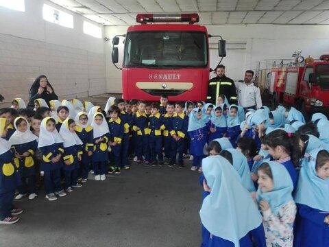 بازدید کودکان مهدهای کودک از مراکز آتش نشانی استان چهارمحال وبختیاری
