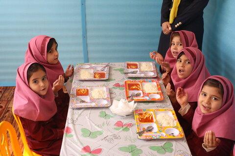 افتتاح طرح توزیع یک وعده غذای گرم در روستا مهد ها