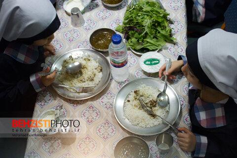 تامین یک وعده غذای گرم در مهدهای کودک