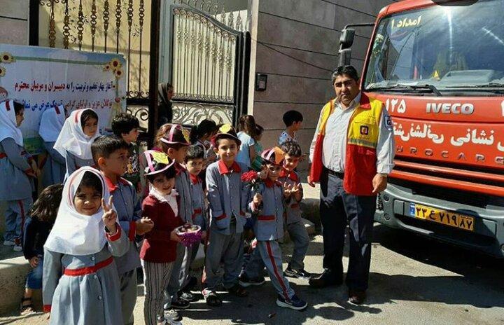 آشنایی کودکان با خدمات آتش نشانی