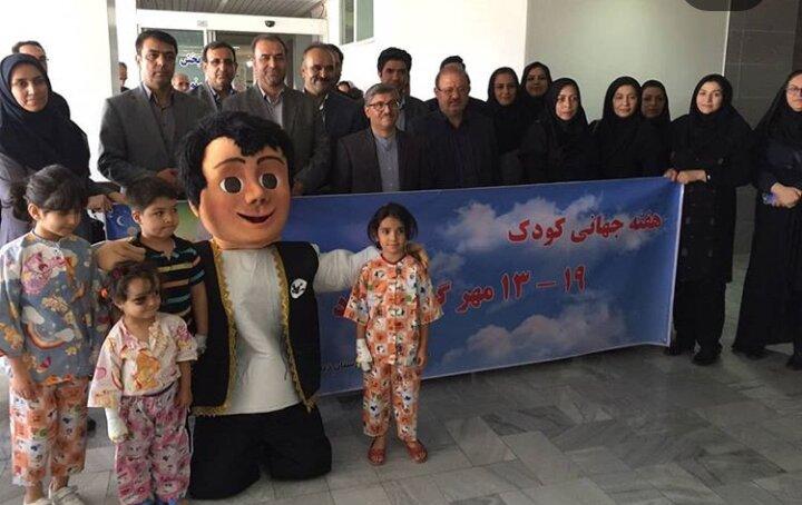 دیدار مسئولین بهزیستی به مناسبت هفته ملی کودک با کودکان بستری شده در بیمارستان آیت الله موسوی