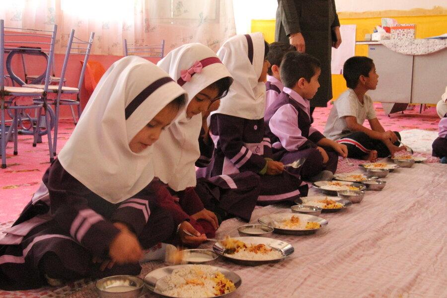 گزارش تصویری از یک وعده غذا گرم در روستا مهد