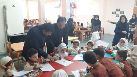 باوی کودکان مهدها به مناسبت روز جهانی کودک در کتابخانه مرکزی حضور پیدا کردند