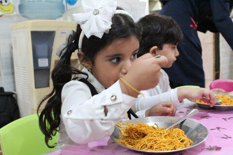 شهرستانها گزارش تصویری تامین یک وعده غذای گرم در روستا مهدها