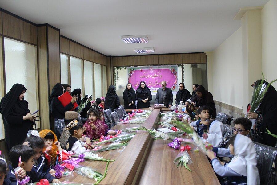 کودکان و مربیان مهدها با معاونین و مسئولان بهزیستی خوزستان دیدار کردند