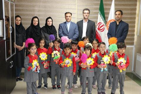 گزارش  تصویری دیدار کودکان مهد کاوه با مدیر کل  و معاون امور اجتماعی بهزیستی استان