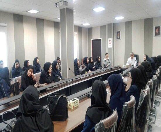 برگزاری جلسه با مراقبین سلامت مرکز بهداشت در قروه