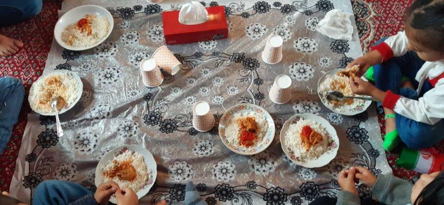 گزارش تصویری ا تامین یک وعده غذای گرم در مهدهای کودک بهزیستی استان اردبیل