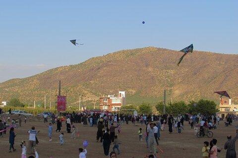 برگزاری جشن بادبادکها به مناسبت هفته کودک در مریوان