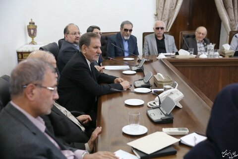 دیدار جمعی از نابینایان نخبه کشور با معاون اول رئیس جمهور