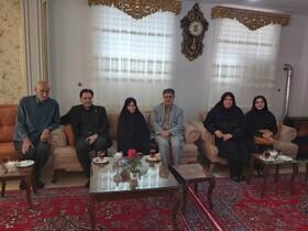 دیدار دکتر حسین نحوی نژاد از خانواده شهید خدایی شهرستان آستارا