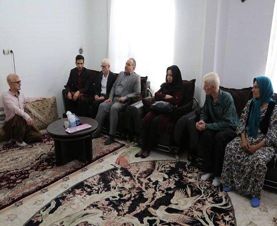 بازدید مدیرکل بهزیستی کردستان ازمنازل مددجویان روشندل بمناسبت روز جهانی عصای سفید