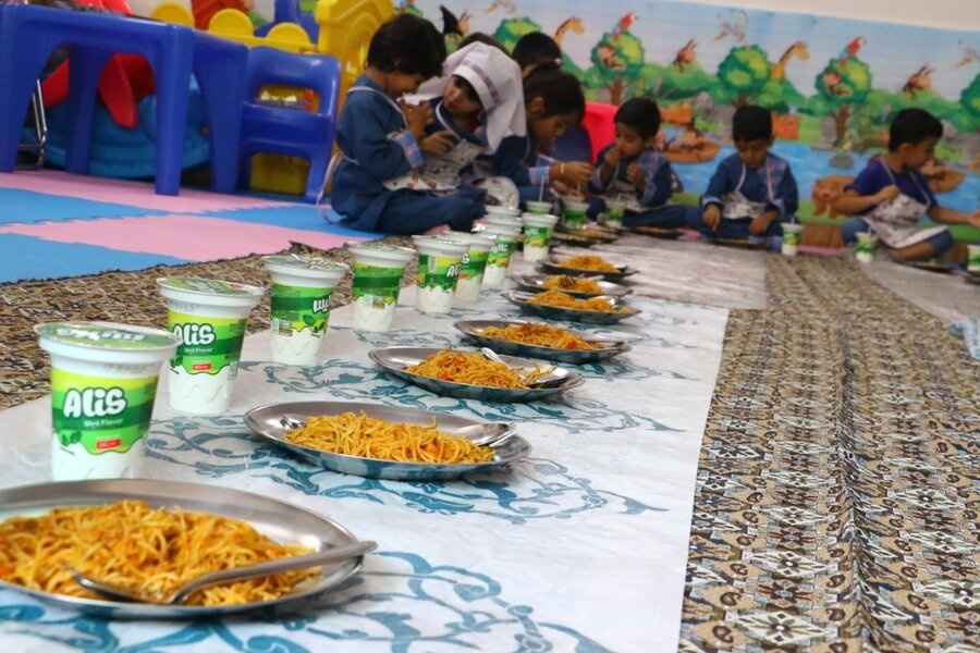 میبد | آغاز طرح کشوری ارائه یک وعده غذای گرم در مهدهای کودک میبد