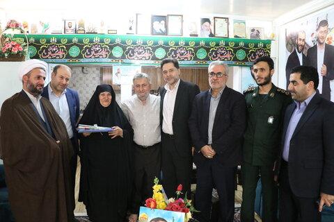 """دیدار دکتر نحوی نژاد با خانواده شهید مدافع حرم """" اسماعیل سیرت نیا """""""