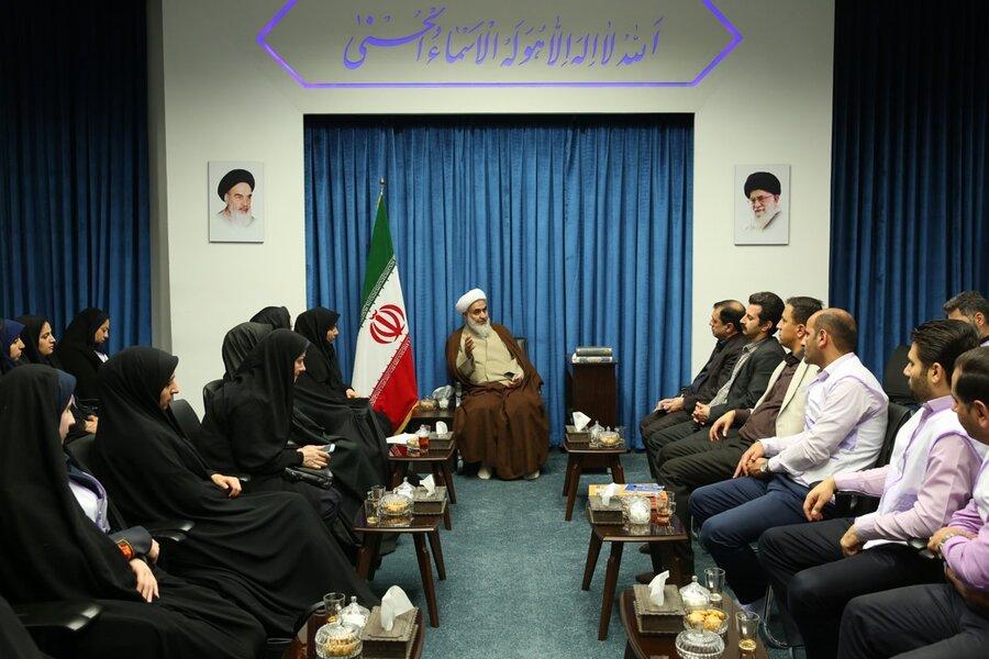 گزارش تصویری | دیدار مدیران و پرسنل مرکز اورژانس اجتماعی 123 با نماینده ولی فقیه در استان