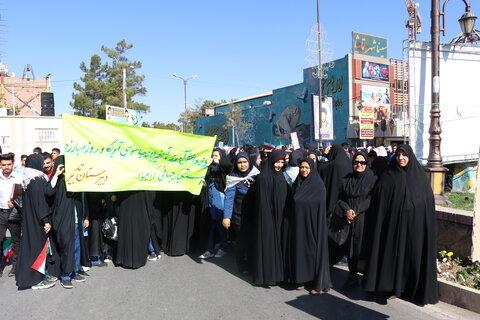 حضور پرشکوه کارکنان و جامعه هدف بهزیستی کرمان در راهپیمائی 13 آبان