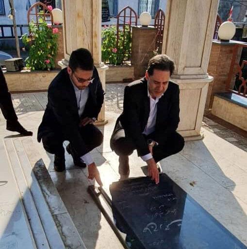 حضور مدیرکل بهزیستی بر سر مزار شهید حسین املاکی