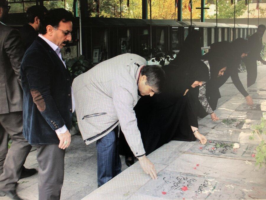 غبار روبی مزار و ادای احترام به مقام شامخ شهدا
