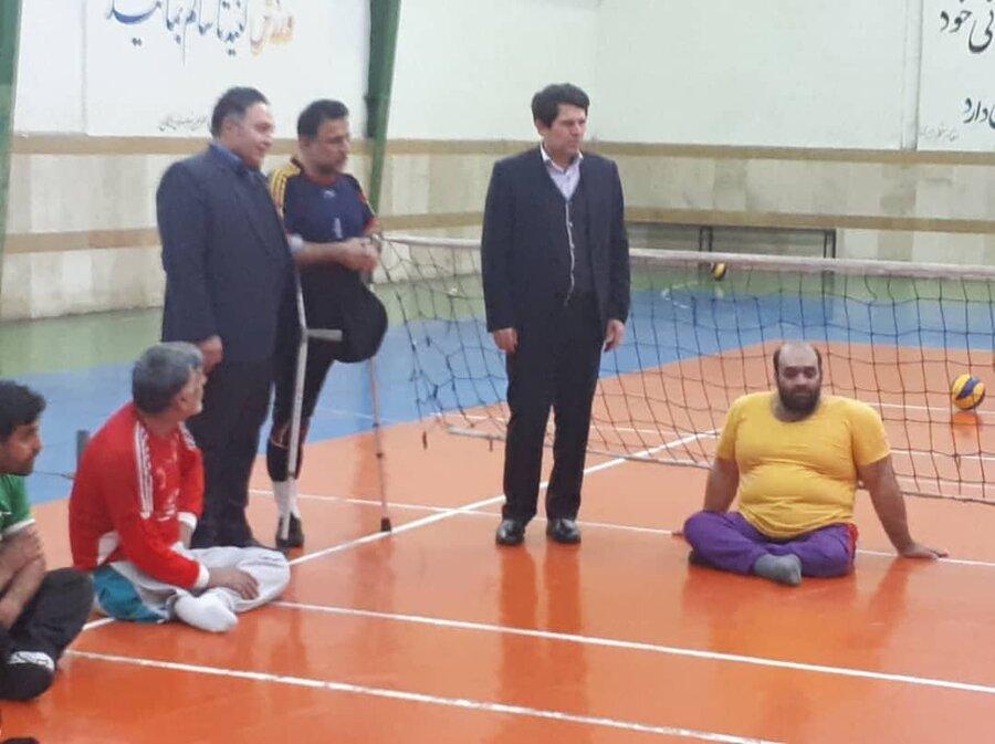 دیدار و گفتگوی مدیرکل بهزیستی گلستان در سالن تمرین تیم والیبال نشسته با معلولین و جانبازان