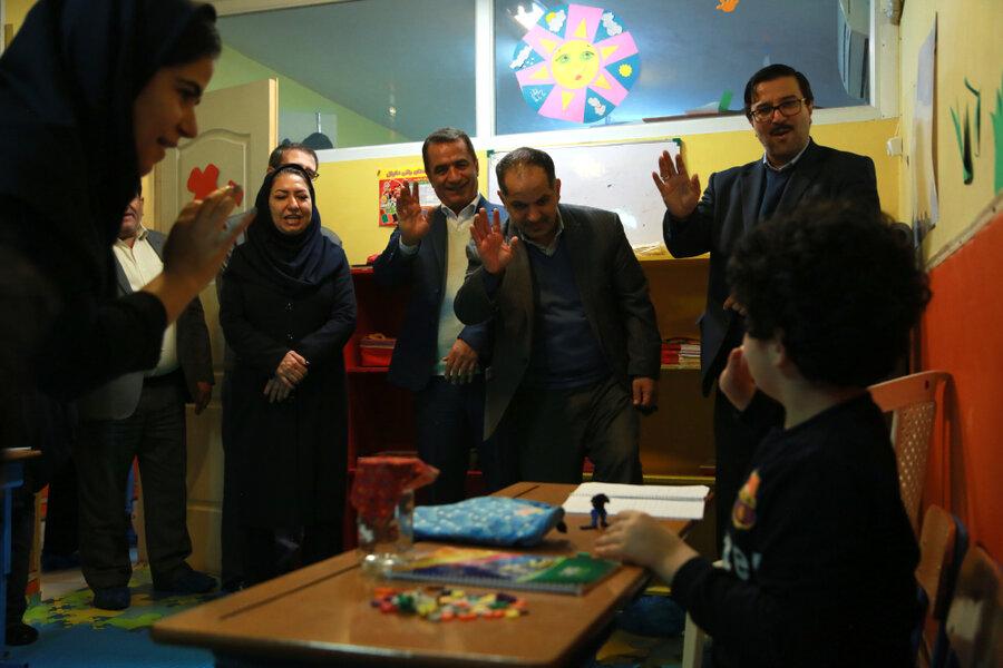 بازدید مسئولان سازمان بهزیستی از مهدکودکی که کودکان دارای معلولیت را پذیرش می کند