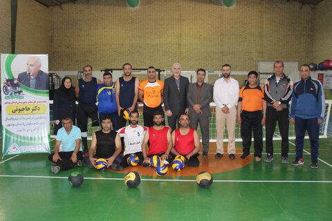 دیدار و گفتگوی سرپرست بهزیستی  در سالن تمرین تیم والیبال نشسته با معلولین و جانبازان استان بوشهر