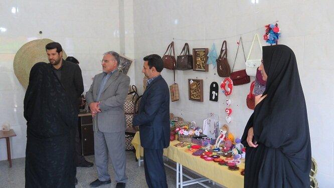 خور و بیابانک  گزارش تصویری  بازدید مدیرکل امور اجتماعی و فرهنگی استانداری از نمایشگاه توانمندیهای افراد دارای معلولیت