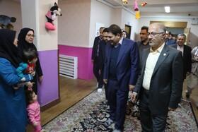 بازدید رییس ستاد اجرایی فرمان امام(ره) از شیرخوارگاه شکوفه