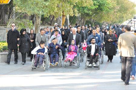 برگزاری همایش پیاده روی خانوادگی افراد دارای معلولیت در یزد