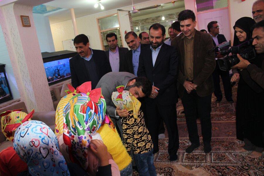 حضور استاندار خوزستان در جمع صمیمی کودکان تحت حمایت بهزیستی به مناسبت شب یلدا