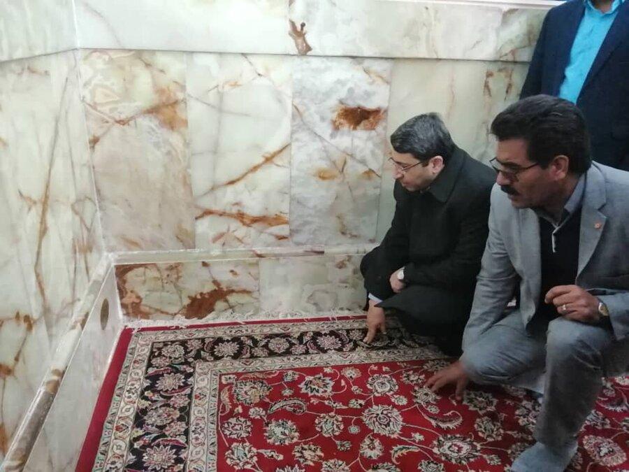 زیارت مزار شهید فولادی از شهدای بهزیستی در محل امامزاده حسین بن موسی کاظم در طبس