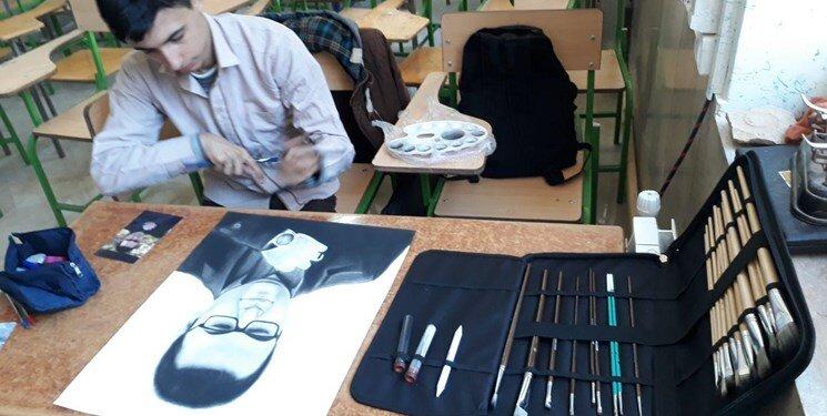 فارس من |  کمک بهزیستی به هنرمند مهدیشهری؛ شهرداری تابلوها را خرید