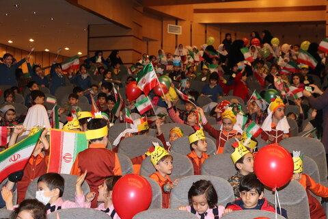 برگزاری جشن انقلاب اسلامی توسط مهدهای کودک