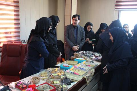 در ادامه برنامه های ایام الله دهه مبارک فجرنمایشگاهی از دستاوردهای زنان سرپرست خانوار در ستاد اداره کل بهزیستی البرز برگزار شد