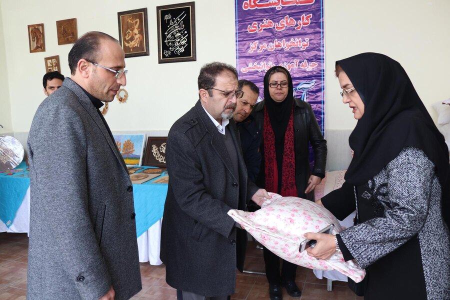 بازدید مدیرکل بهزیستی آذربایجان غربی از نمایشگاه دستاوردهای مهدهای کودک و توانمندی های زنان سرپرست خانوار