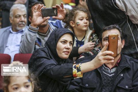 جشن انقلاب با حضور چندقلو ها