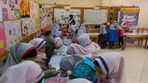 شاهین شهر| روزهای انقلاب در قاب نقاشی طولی کودکان