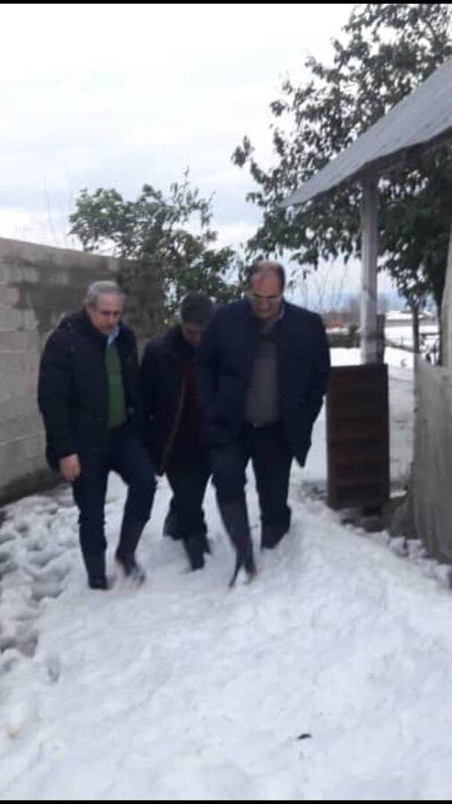 بازدید رئیس ستاد بحران بهزیستی کشور از منزل خانواده دارای سه معلول درروستای آبرود / فومن