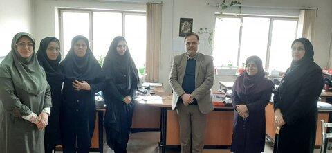 رئیس اداره بهزیستی شهرستان ساوجبلاغ به مناسبت ولادت حضرت فاطمه (س) ،روز زن را به همکاران با اهداء لوح تقدیر و شاخه گل تبریک گفت