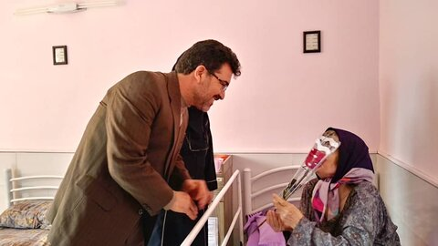 دیدار با مادران سالمند مقیم خانه سالمندان