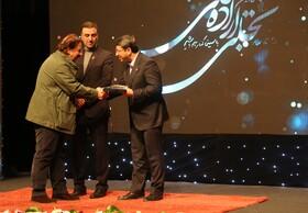سازمان بهزیستی کشور جوایز خود را در بخش تجلی اراده ملی به کارگردانان فیلم های «خورشید» و «بی صدا حلزون» و بازیگران نوجوان فیلم خورشید اهدا کرد