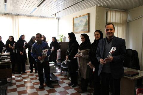 دیدار مدیرکل بهزیستی با کارکنان و تبریک روز زن