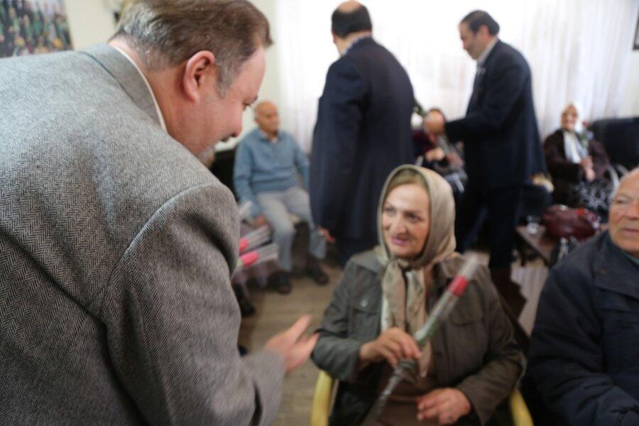 حضور مدیر کل بهزیستی استان در مرکز روزانه آموزشی توانبخشی سالمندان مینا